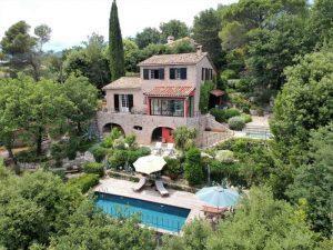 Sehr schöne Luxusvilla mit fantastischer Aussicht an der Cote d'Azur
