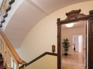 Provisionsfrei – Vermietete Kapitalanlage in Lichtenberg – 5 Zimmer Wohnung – 2,23 % Rendite