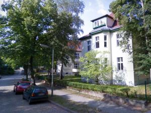 Sanierte 2 Zimmer DG-Wohnung in Zehlendorf für Kapitalanleger