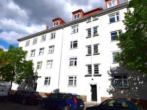 Gehobene Dachgeschosswohnung mit 3 Zimmern zur Eigennutzung in Lichtenberg