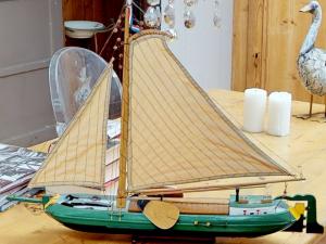 Historisches, vollfunktionsfähiges und komplett umgebautes Hausboot